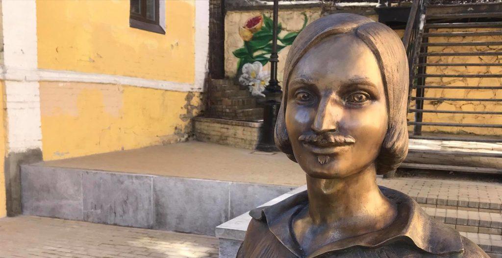 На Андріївському узвозі без жодних обговорень встановили пам'ятник Гоголю