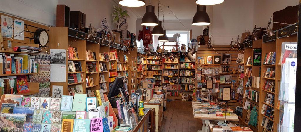 Послаблення карантину у Великій Британії: продажі друкованих книжок зросли на третину