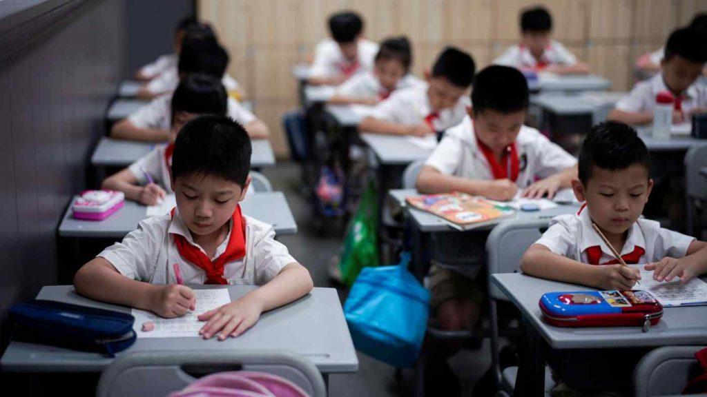 У Китаї зі шкільних бібліотек приберуть книжки, які пропагують західні цінності