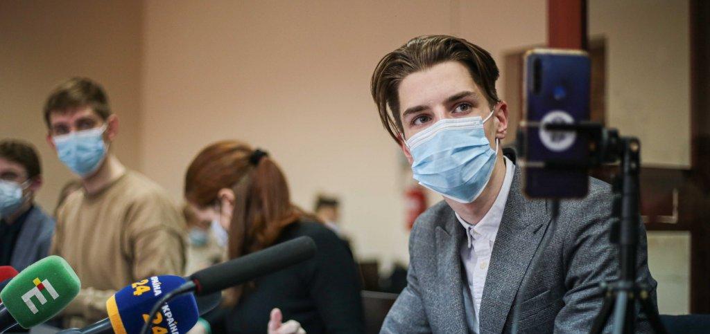 Українські митці просять взяти активіста Романа Ратушного на поруки