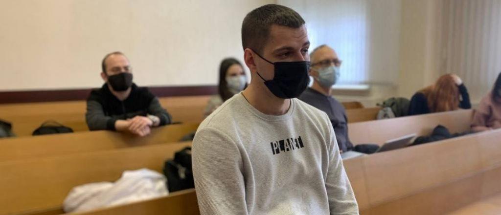 У Білорусі оштрафували журналіста за ввезення книжки про участь білорусів у війні на сході України