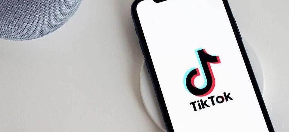 Користувачі TikTok стимулювали різке зростання продажів книжок у США