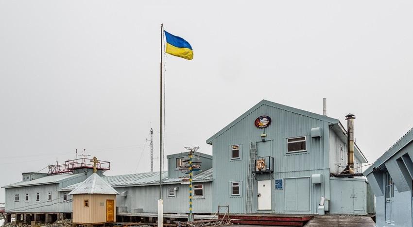 Українські письменники та видавці зібрали книжки для антарктичної станції «Академік Вернадський»